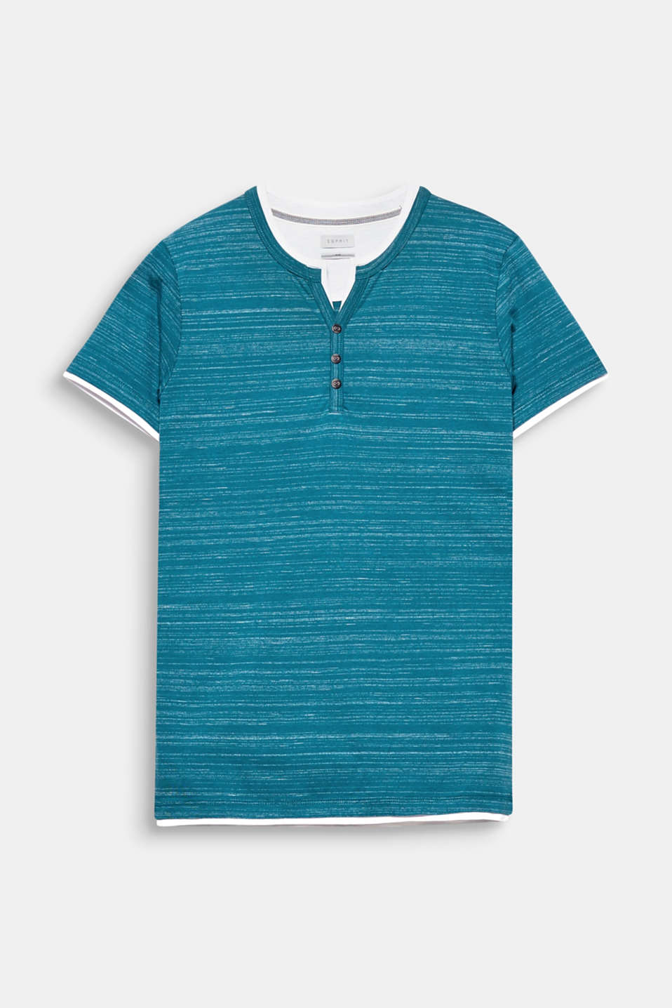 We love layering! This Henley top stands out thanks to its contrasting colour trim and slub effect.