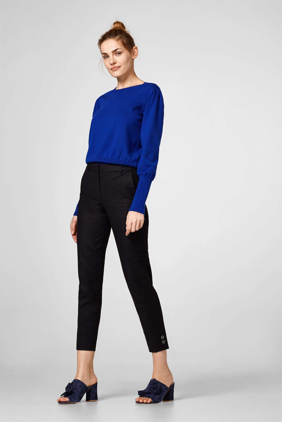 Cropped stretch trousers, buttons on hem
