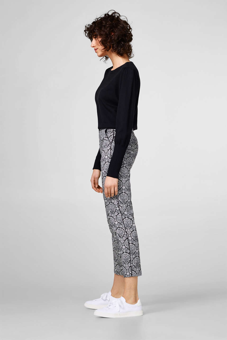 Esprit - Cropped stretch trousers + ornamental print