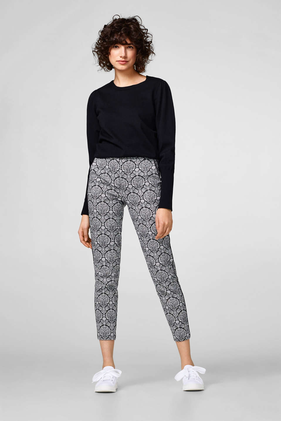 Cropped stretch trousers + ornamental print
