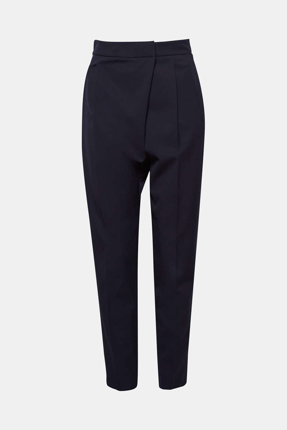 A wrap-over effect on the front, pleats on the back: the waist of these lightweight fabric stretch trousers has it all!