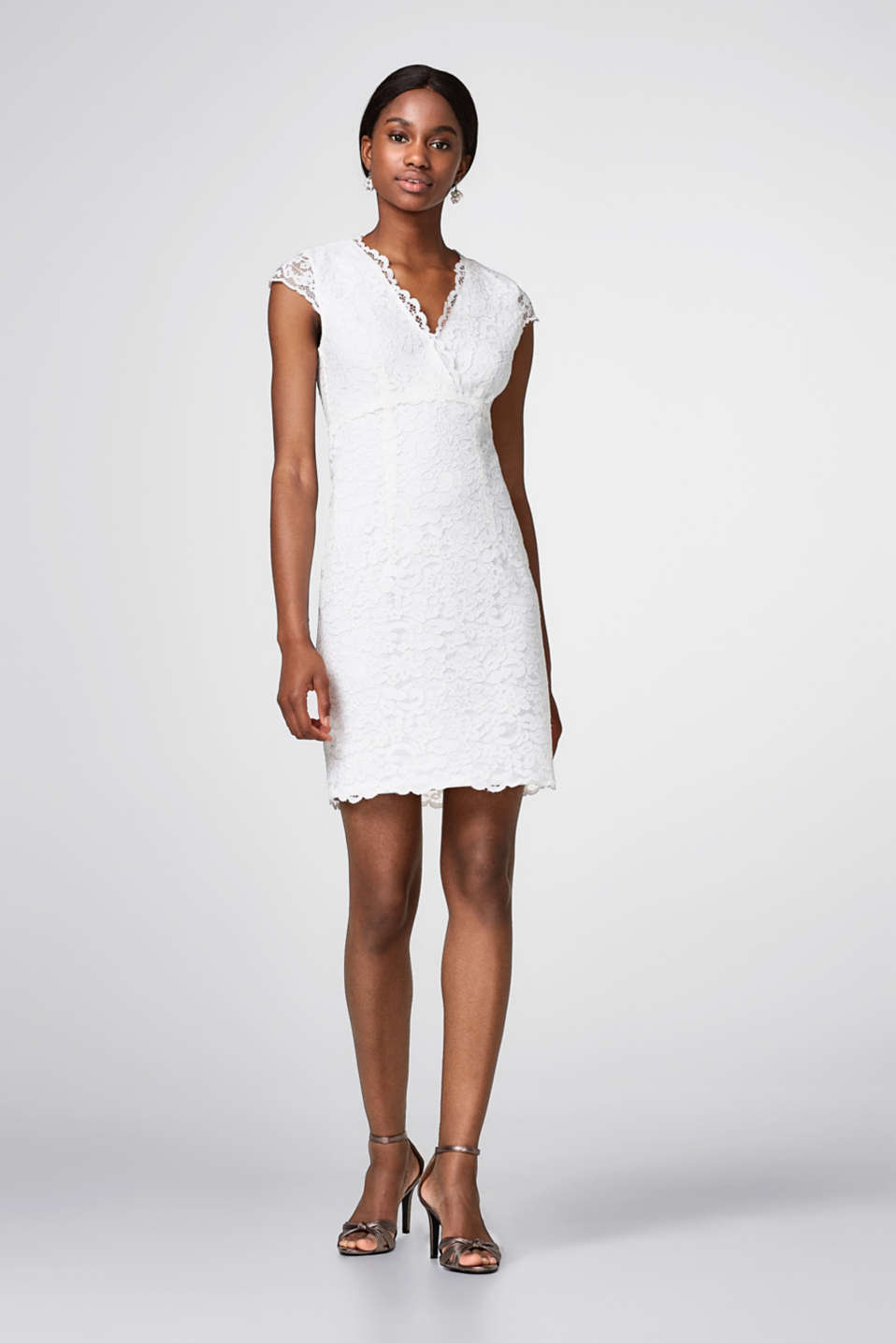 Lace dress with opaque jersey lining