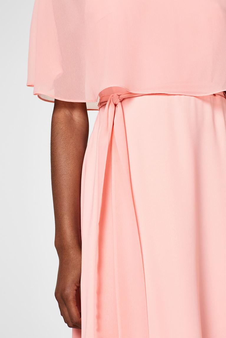 Schimmerndes Kleid mit fixiertem Cape