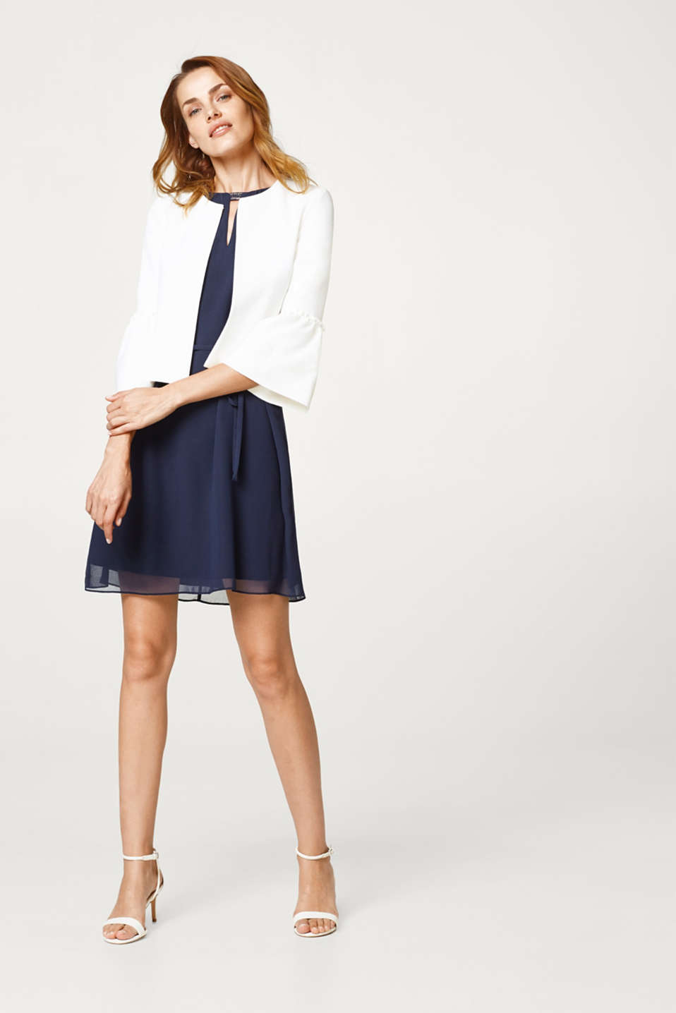 Short textured jacket with flounce sleeves
