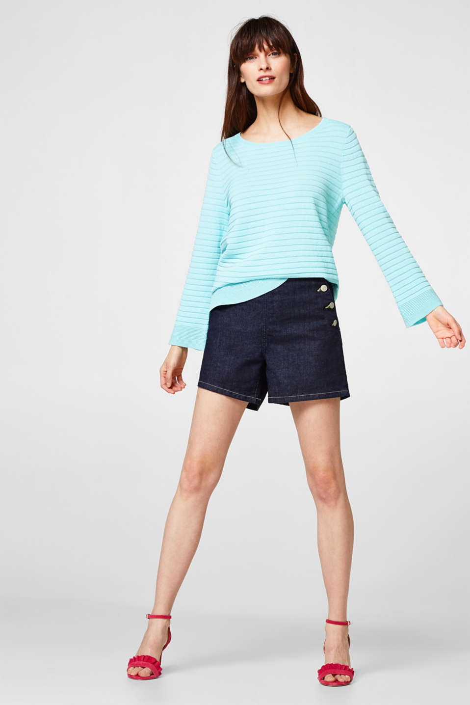 Lightweight, modern ribbed jumper