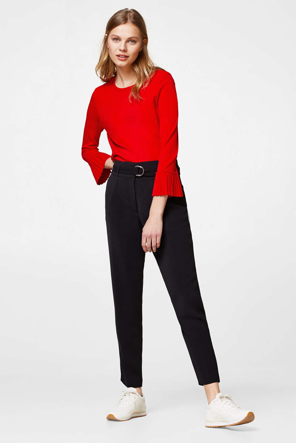Fine jumper with pleated sleeves