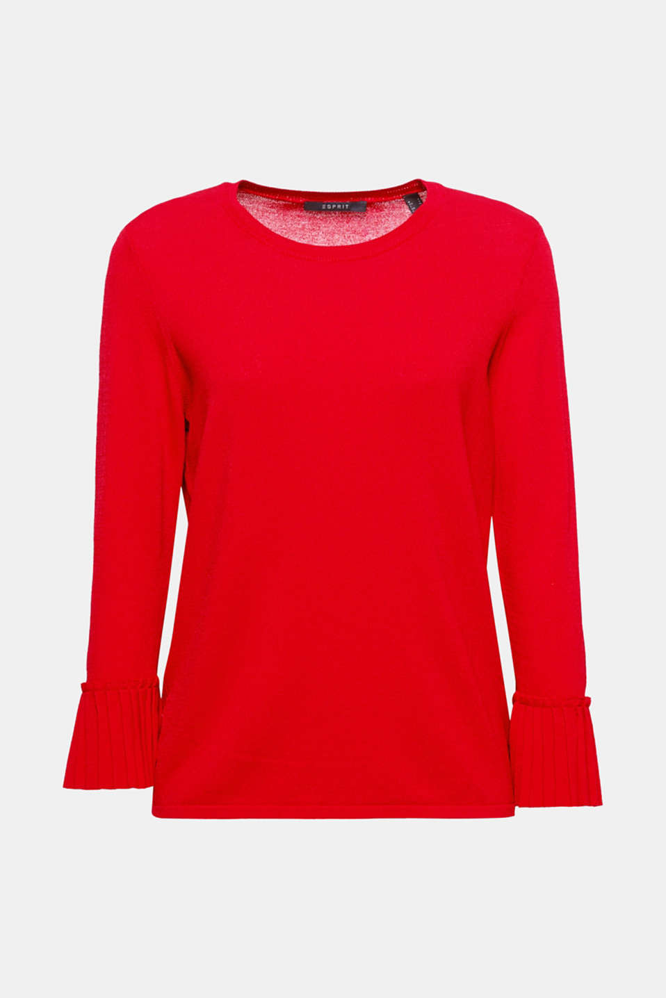 Pleaty please! This feminine jumper presents fine pleats on the cuffs of three-quarter length sleeves!