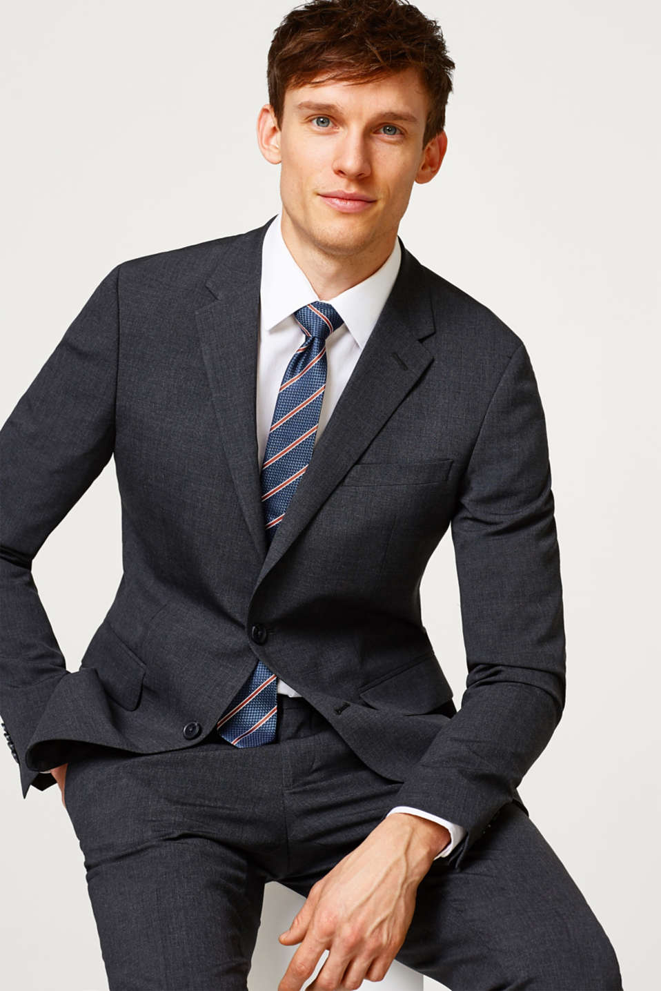 Slim fitting suit jacket in stretchy twill