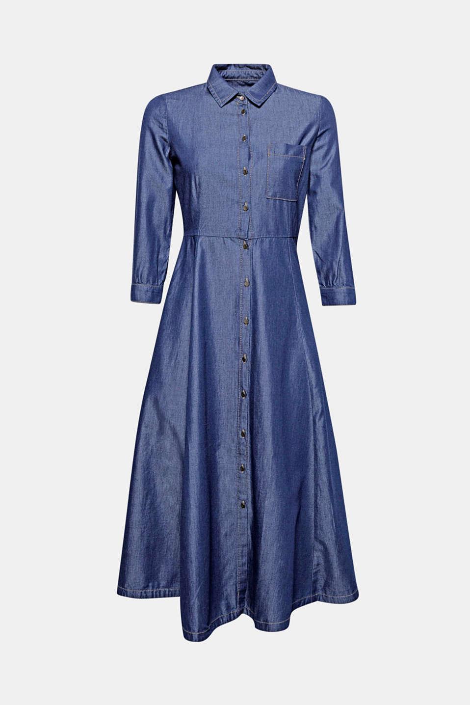 Avec sa taille haute, sa jupe oscillante et ses manches trois-quarts, cette robe longueur midi d'aspect denim foncé tendance et entièrement boutonnée sur le devant arbore un look stylé inédit!