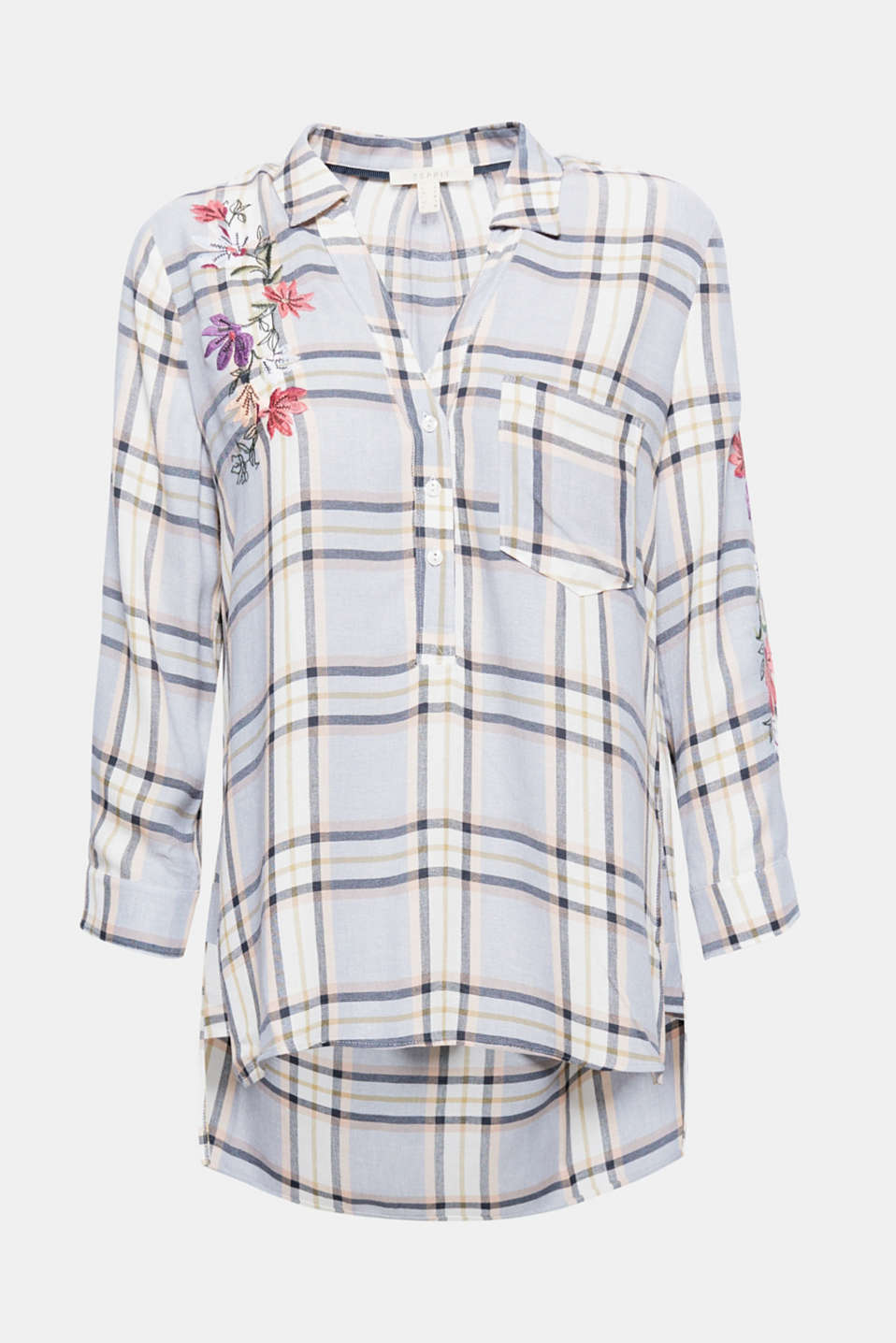 Casual checks, feminine embroidery: the check pattern and decorative flower combo gives this blouse its wow factor.