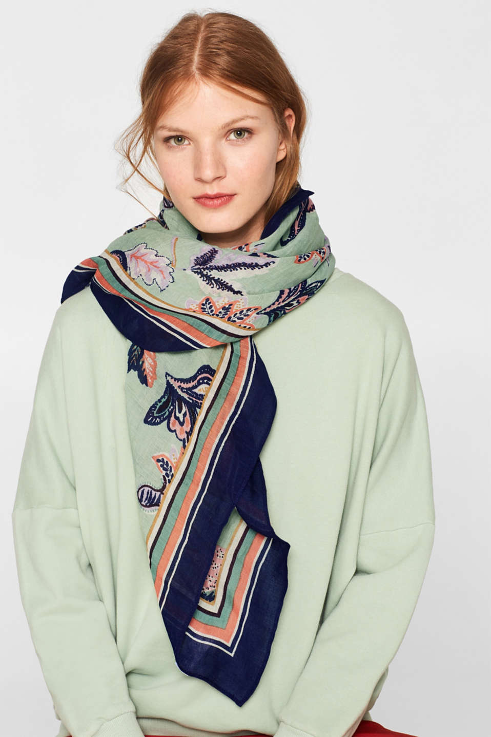 Linen blend: scarf with a floral print, LIGHT KHAKI, detail image number 1