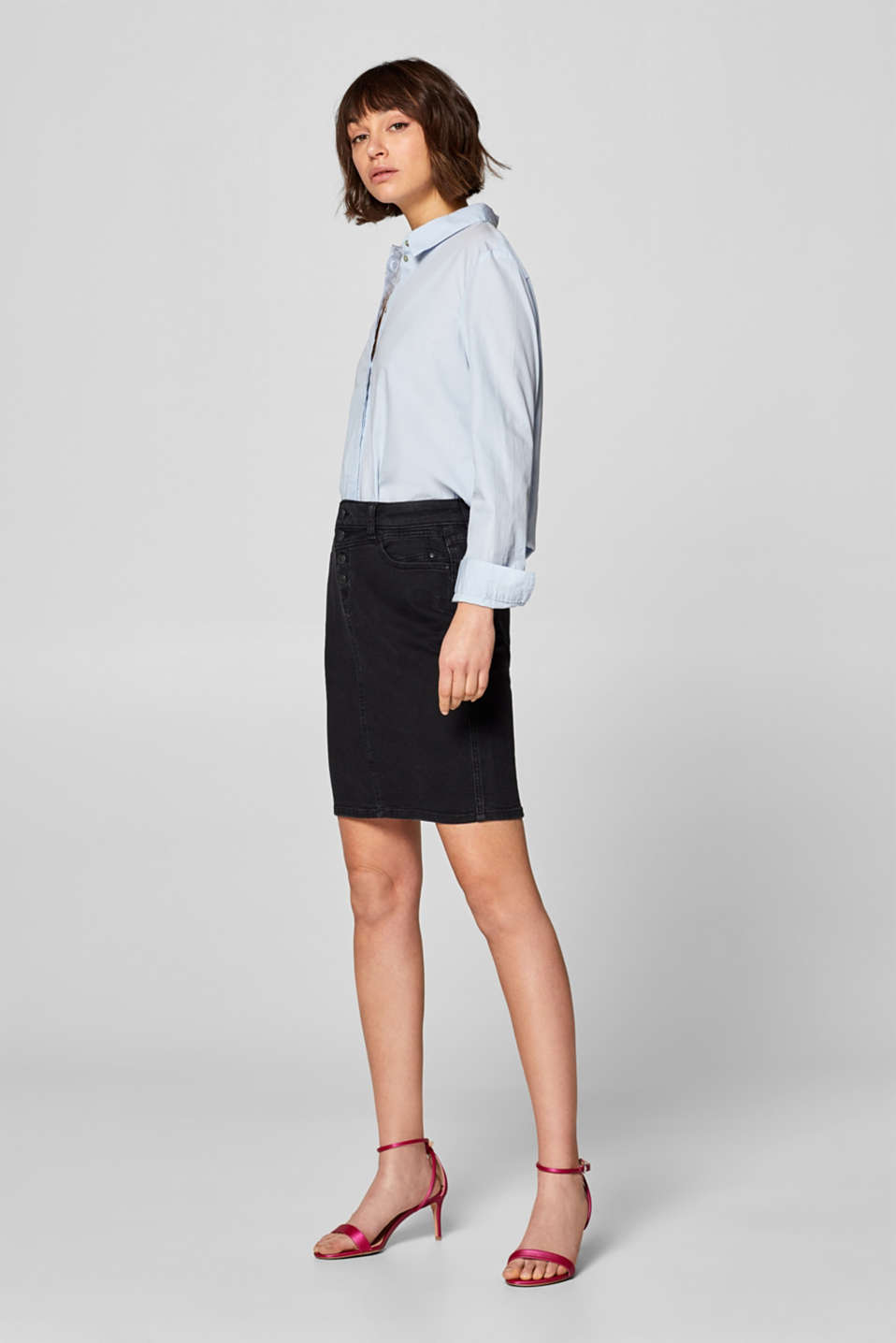 Stretch denim skirt with a button placket
