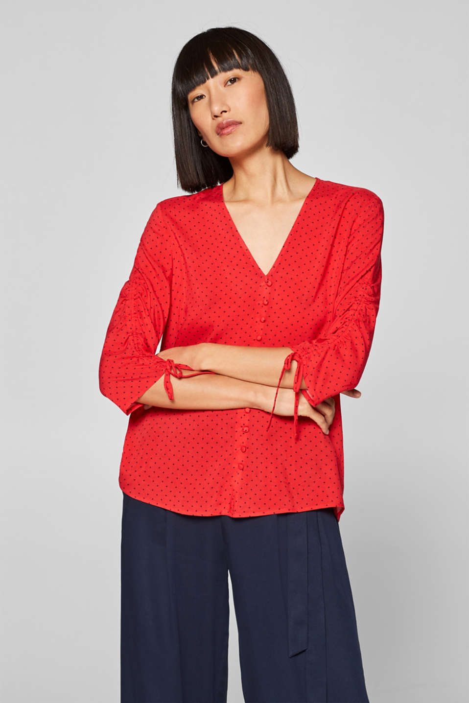 Esprit - Polka dot blouse with gathers and a hem flounce