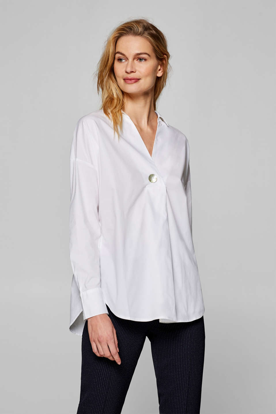 Esprit - Stretch blouse with a mother-of-pearl button