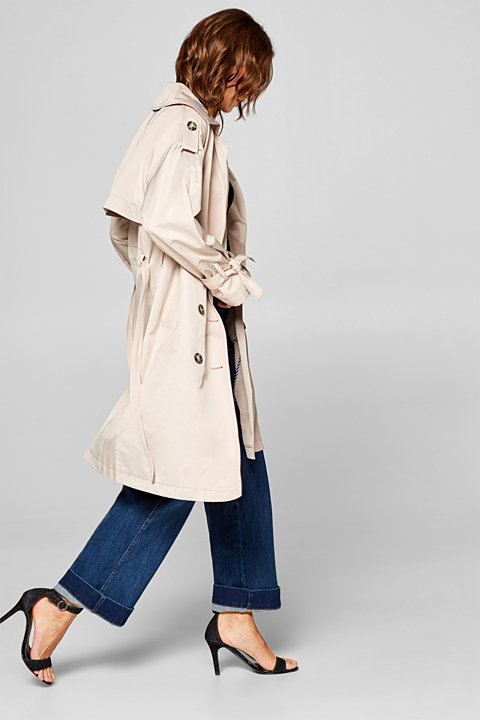 Smooth trench coat with feminine details