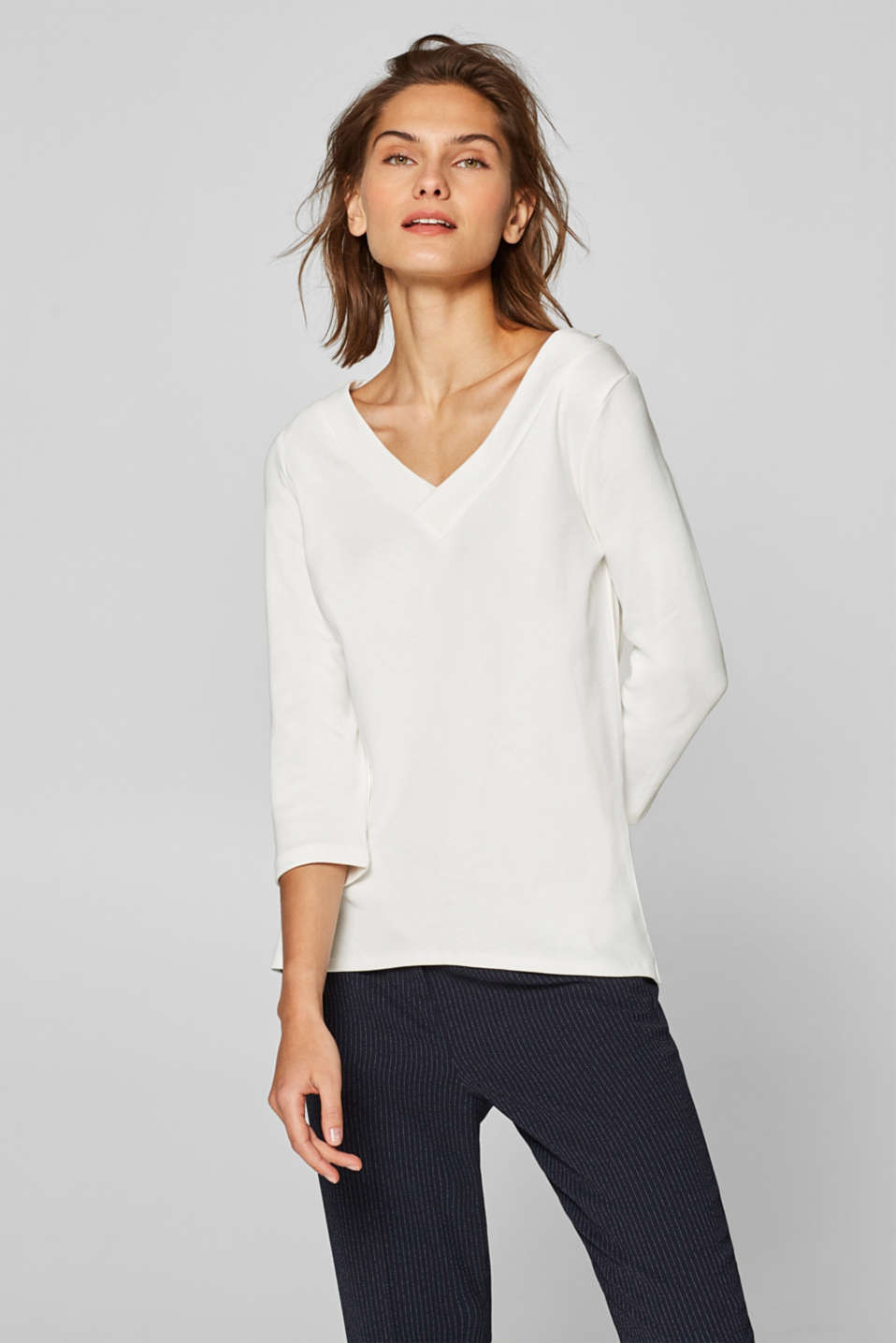 Esprit - Long sleeve design with a V-neckline and organic cotton