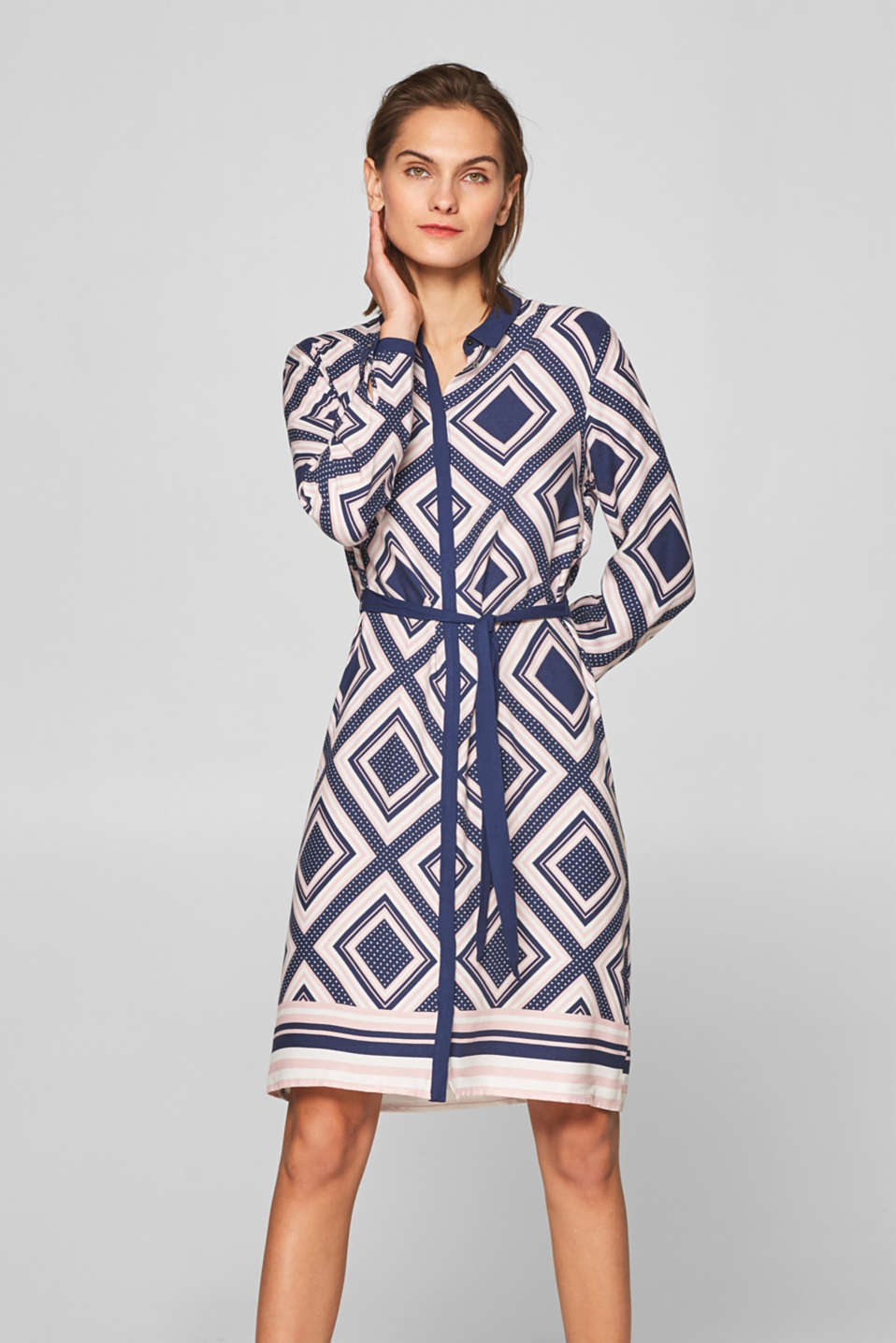 Esprit - Crêpe dress with a graphic print