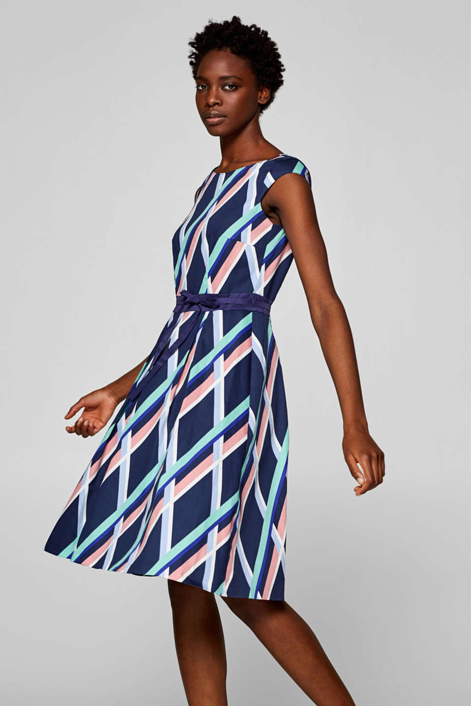 Esprit - Stretch satin dress with a graphic print