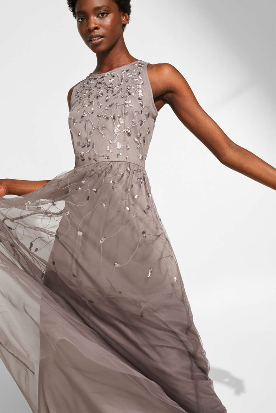Esprit - Tulle maxi dress with a sequin embroidery