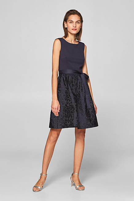 Koktejlové šaty ze směsi materiálů f4adf1c16f6