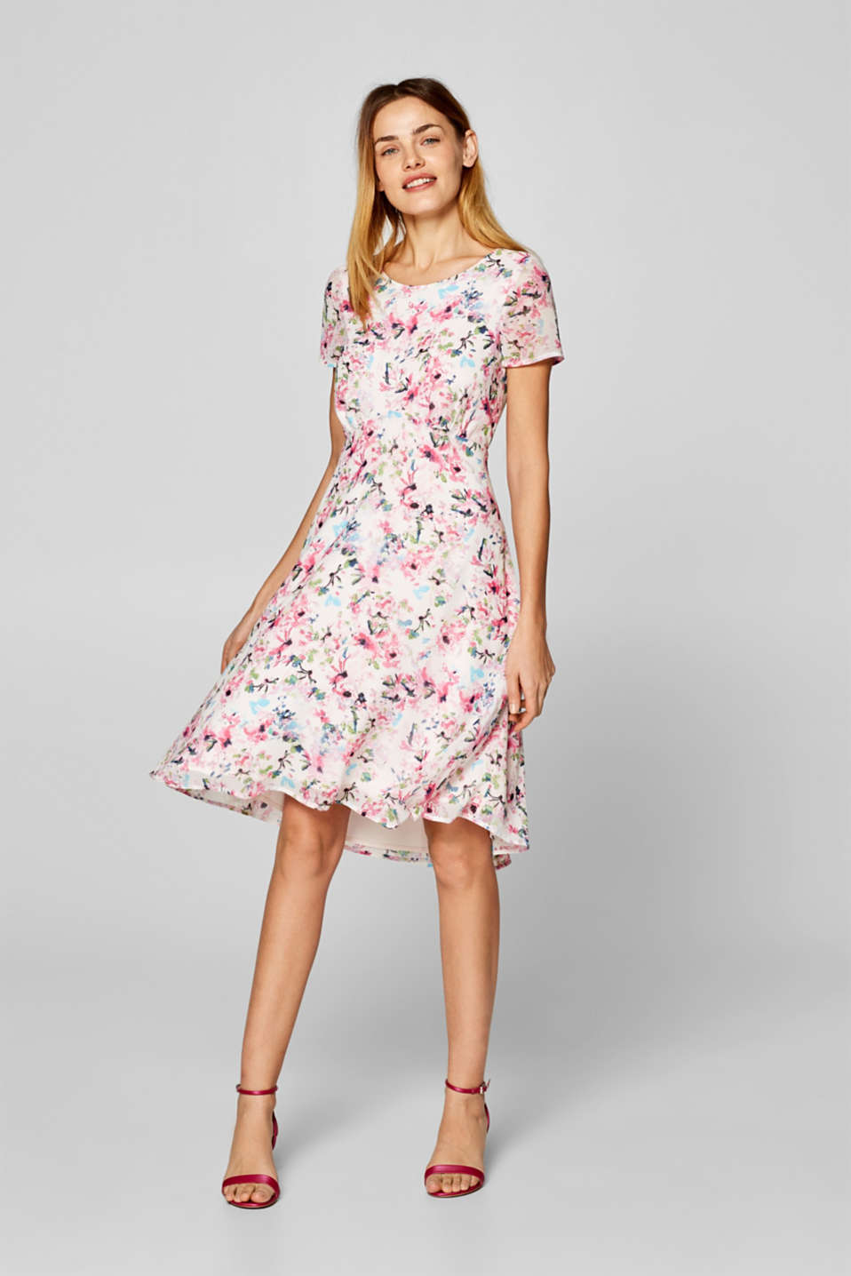 701504797f66 Esprit - Blomstret kjole med vidde i nederdelen i Esprits Online-Shop