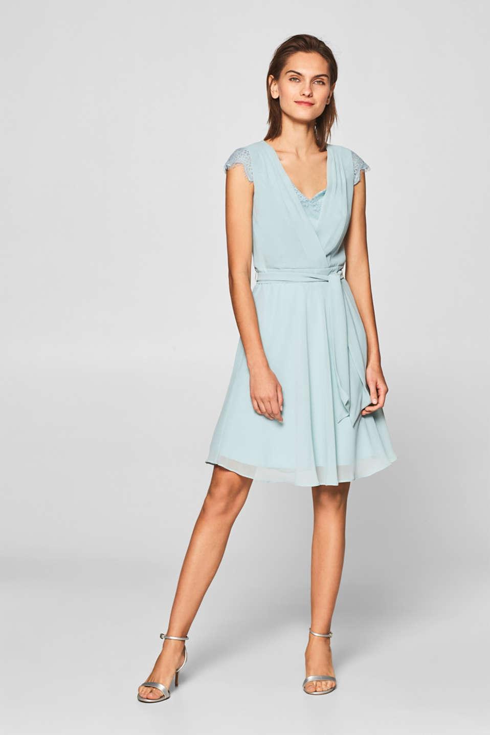 Esprit - Skir chiffongklänning med spetsdetaljer i Esprits Online-Shop f998059a2a3e4