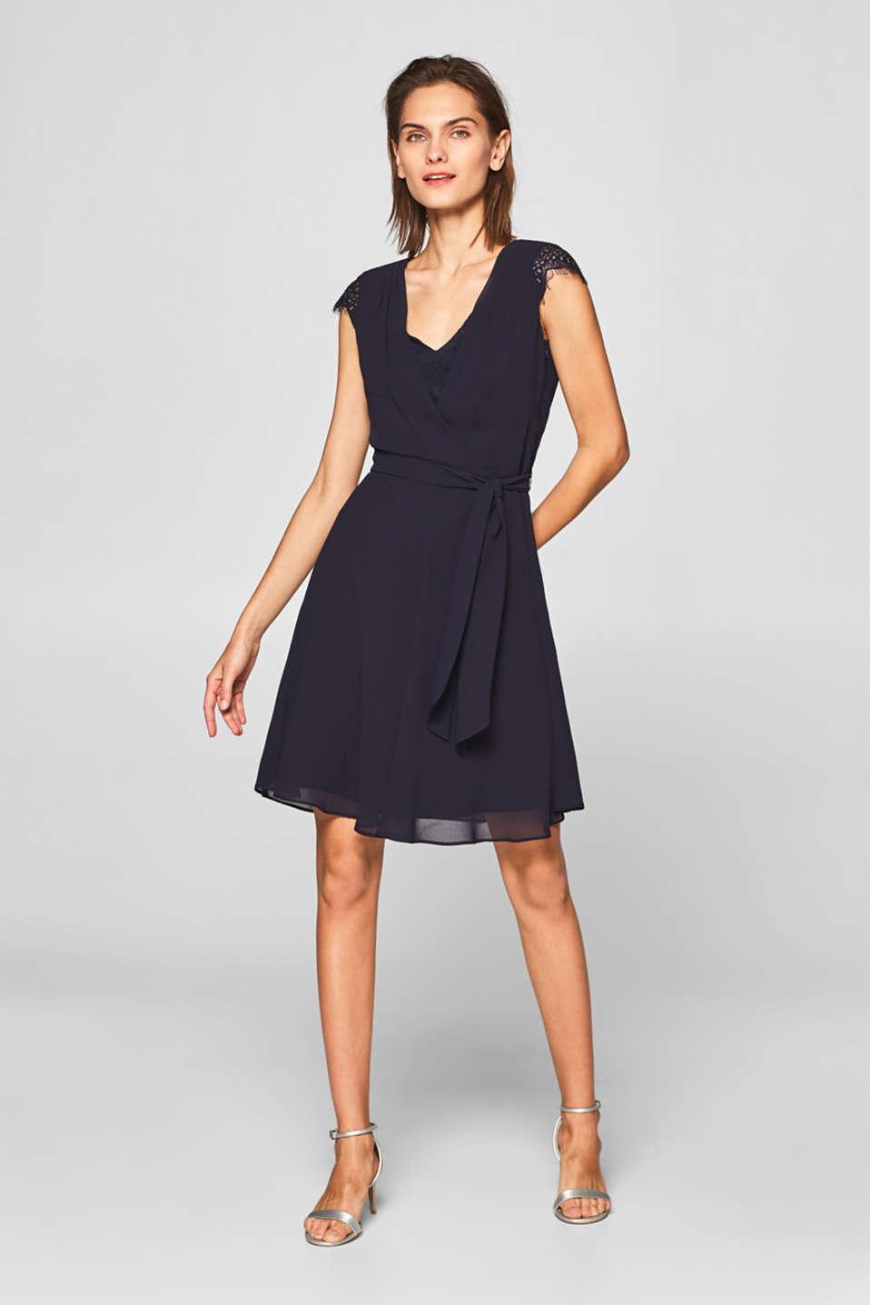 Esprit - Zartes Chiffon-Kleid mit Spitzen-Details im