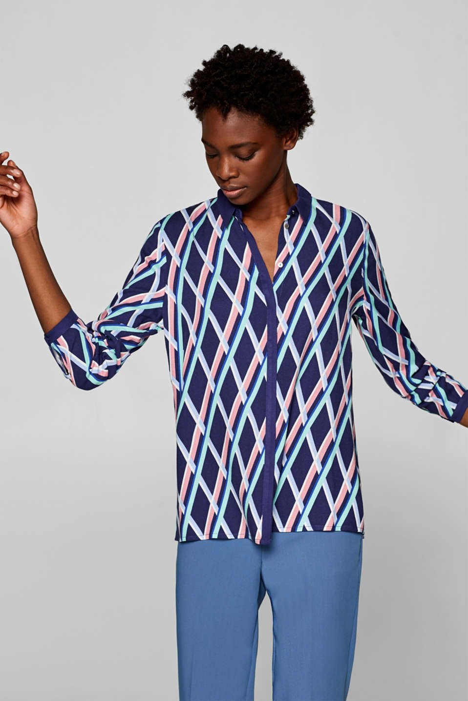 Esprit - Crêpe blouse with a graphic print
