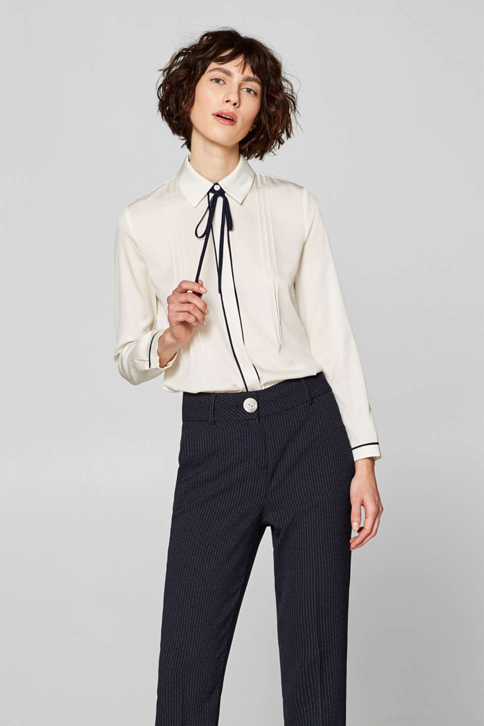 Esprit - Shirt blouse with pintucks and contrast details