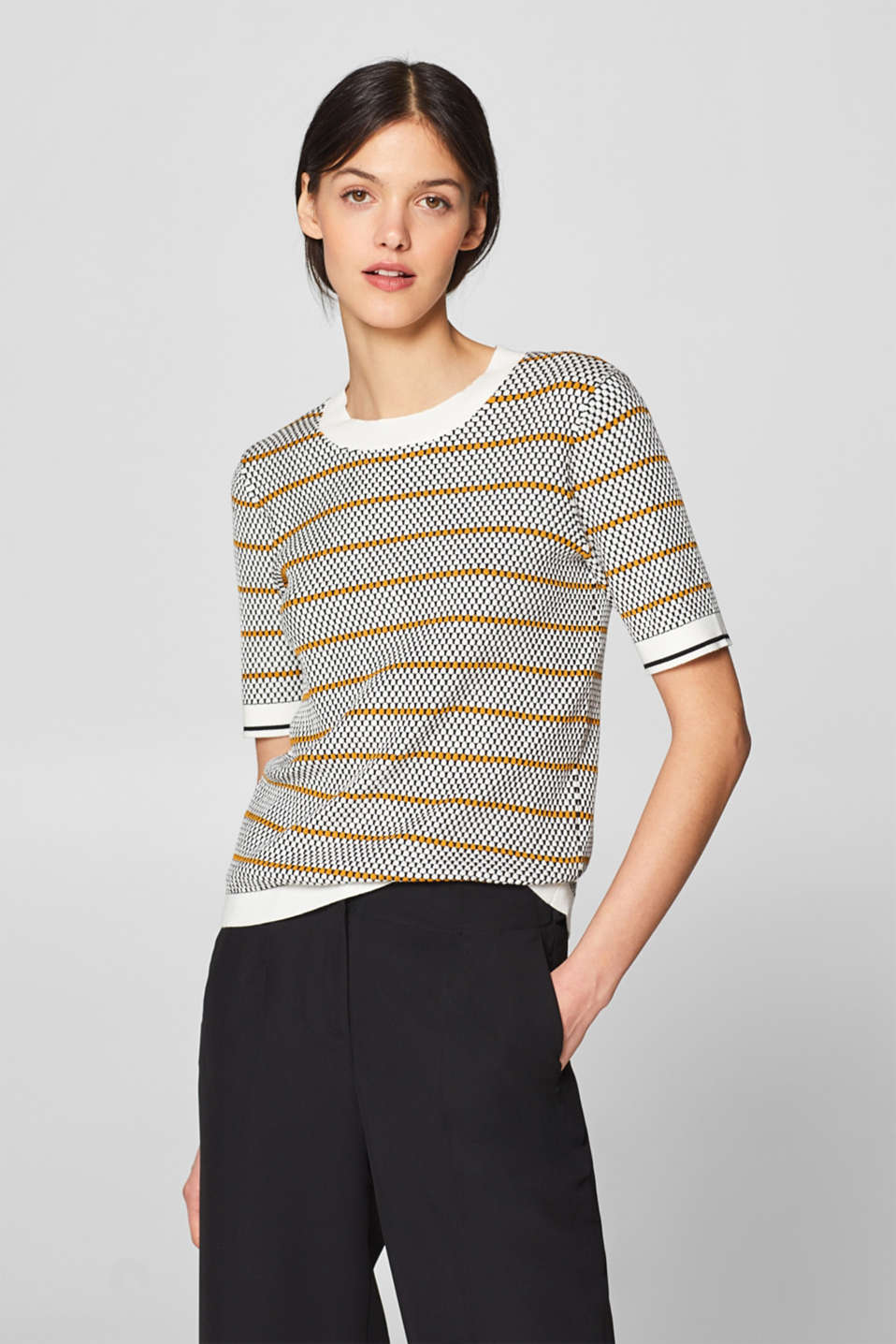 Esprit - Short-sleeve jumper with a polka dot texture