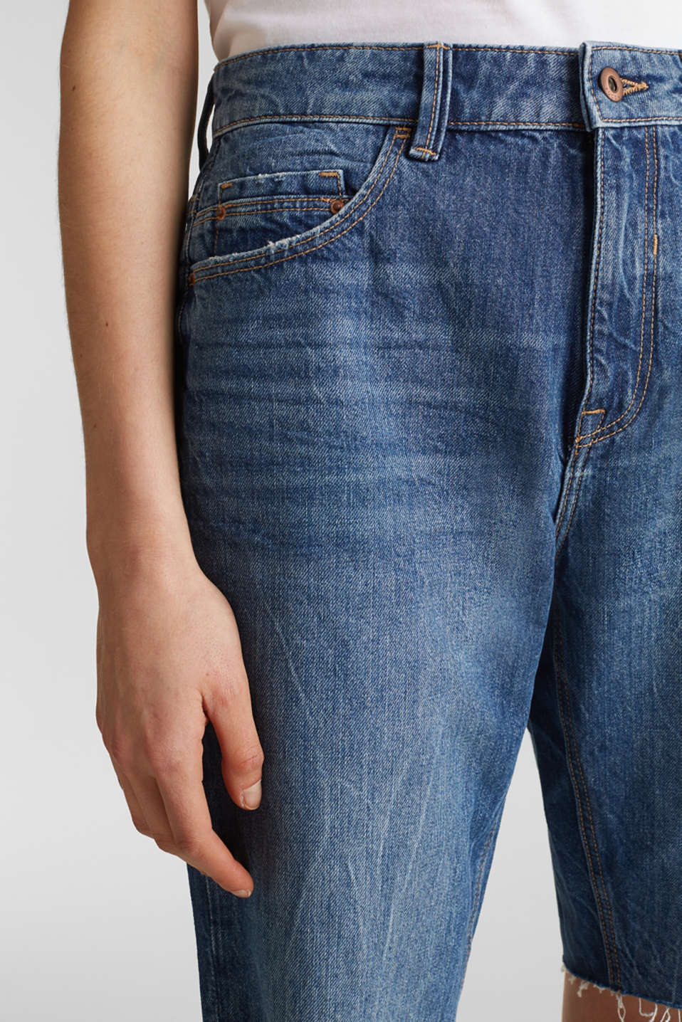 Denim Bermudas with frayed hems, BLUE DARK WASH, detail image number 2