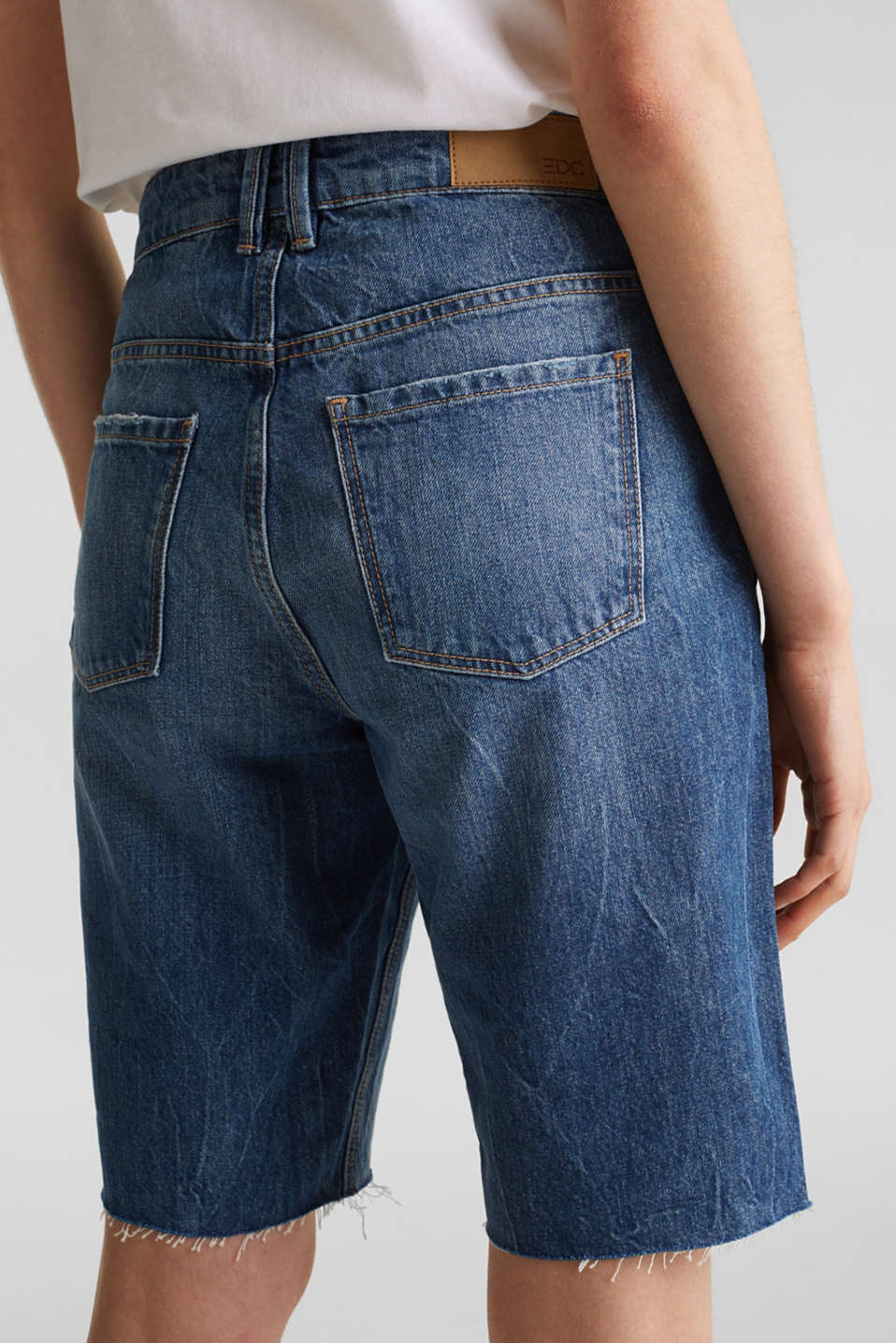 Denim Bermudas with frayed hems, BLUE DARK WASH, detail image number 5