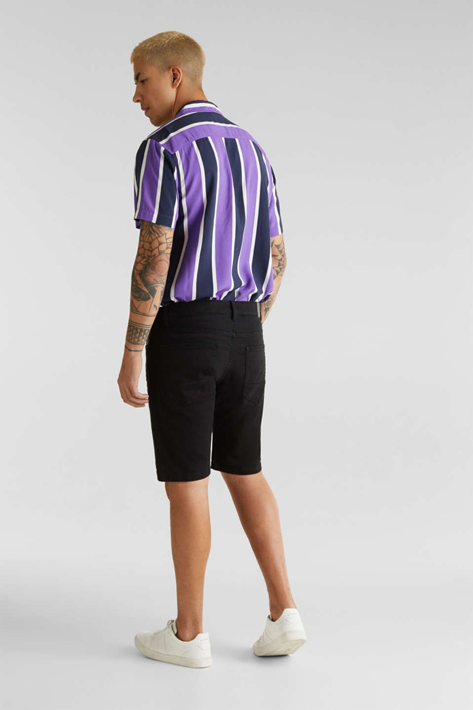 Stretch denim shorts with a pigment-dyed finish, BLACK, detail image number 3