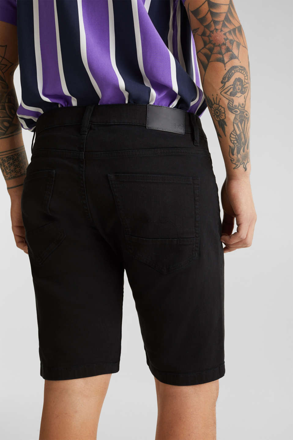 Stretch denim shorts with a pigment-dyed finish, BLACK, detail image number 5