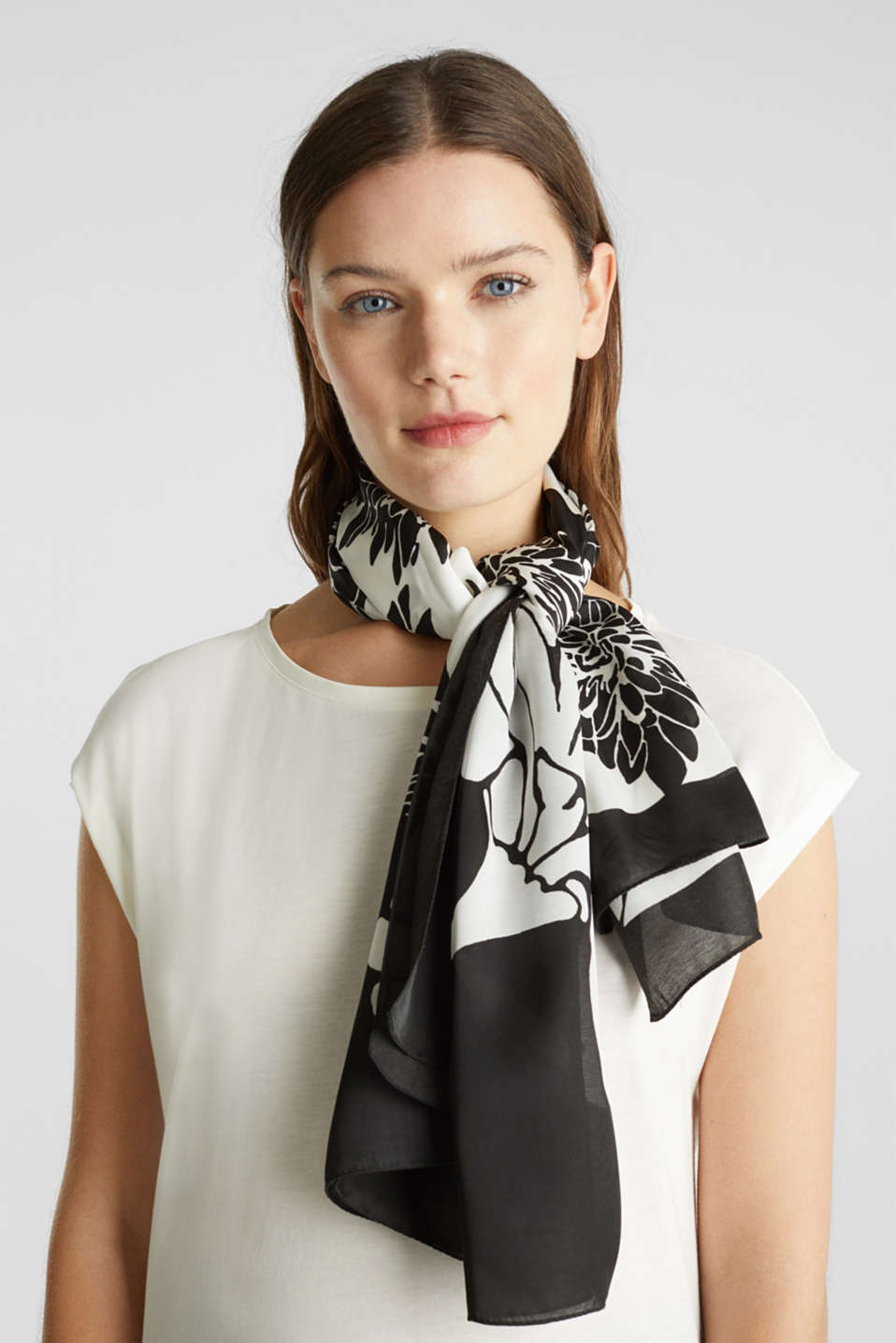 Scarf with a floral print, BLACK, detail image number 4