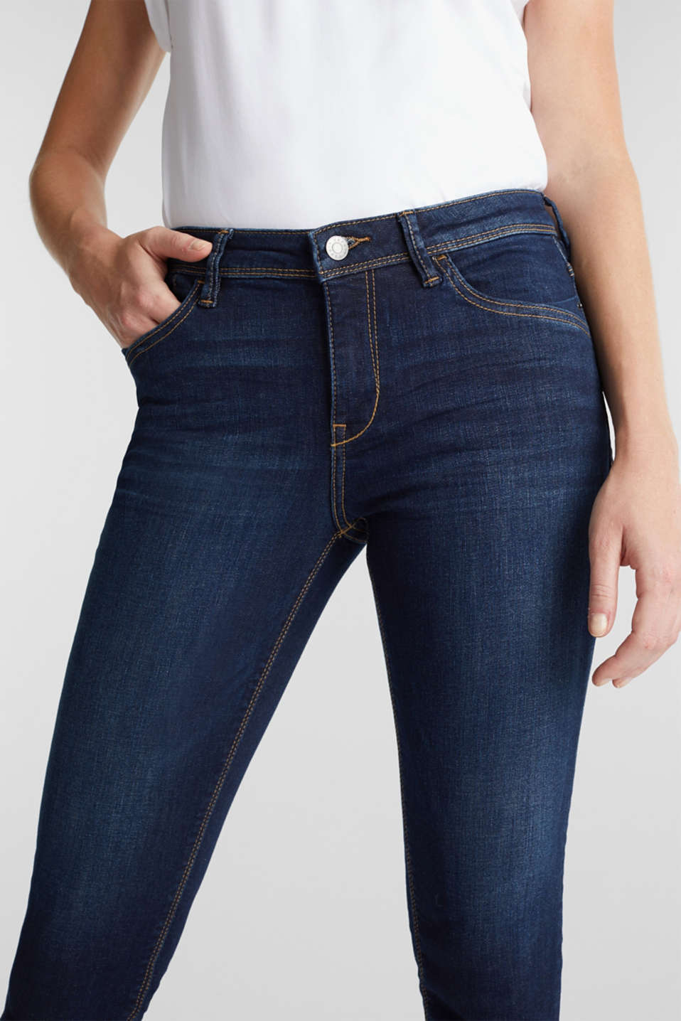 Capri jeans with whiskering, BLUE DARK WASH, detail image number 1