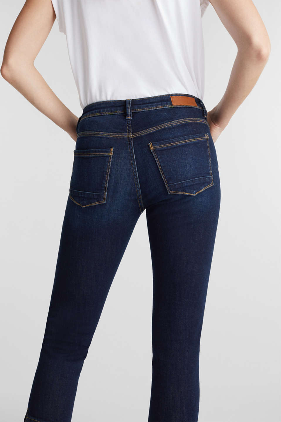 Capri jeans with whiskering, BLUE DARK WASH, detail image number 4