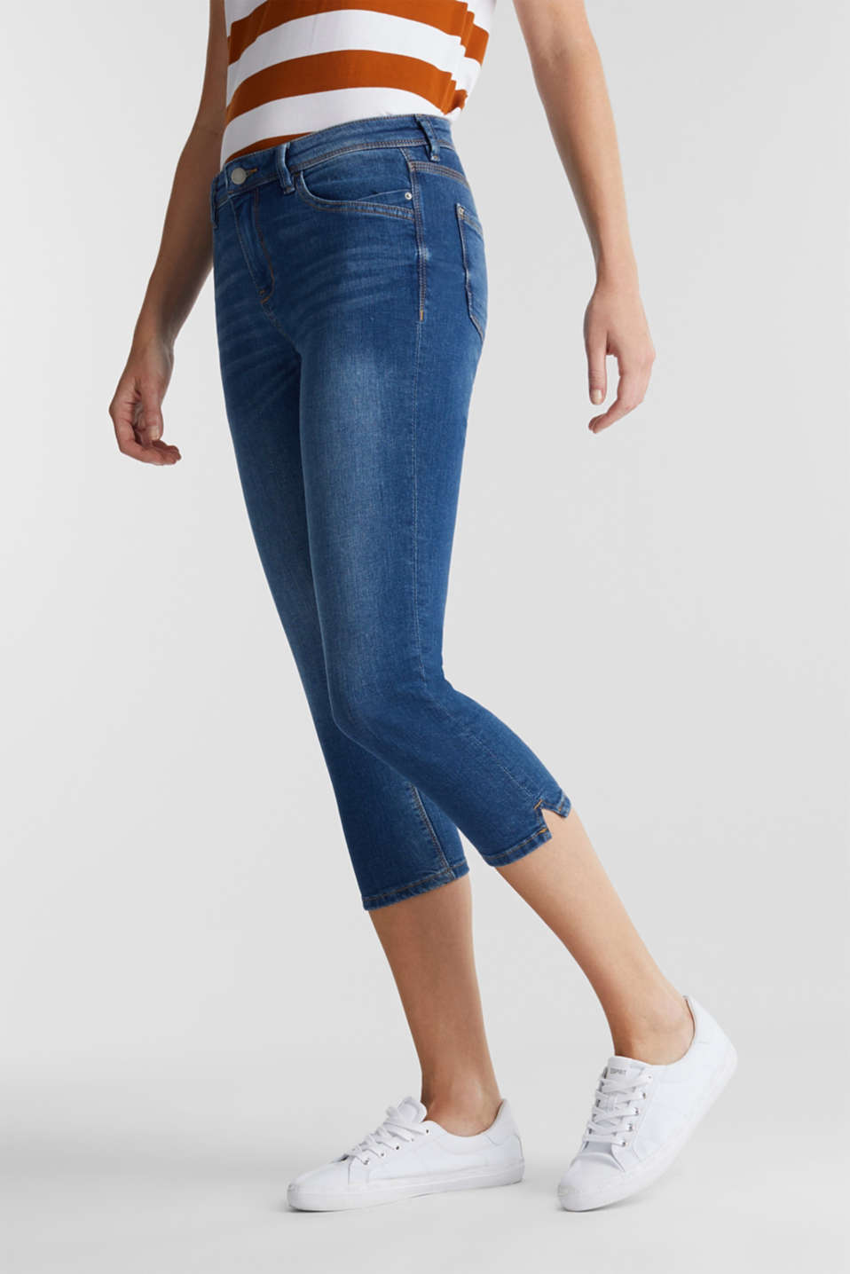 Capri jeans with whiskering, BLUE MEDIUM WASH, detail image number 0