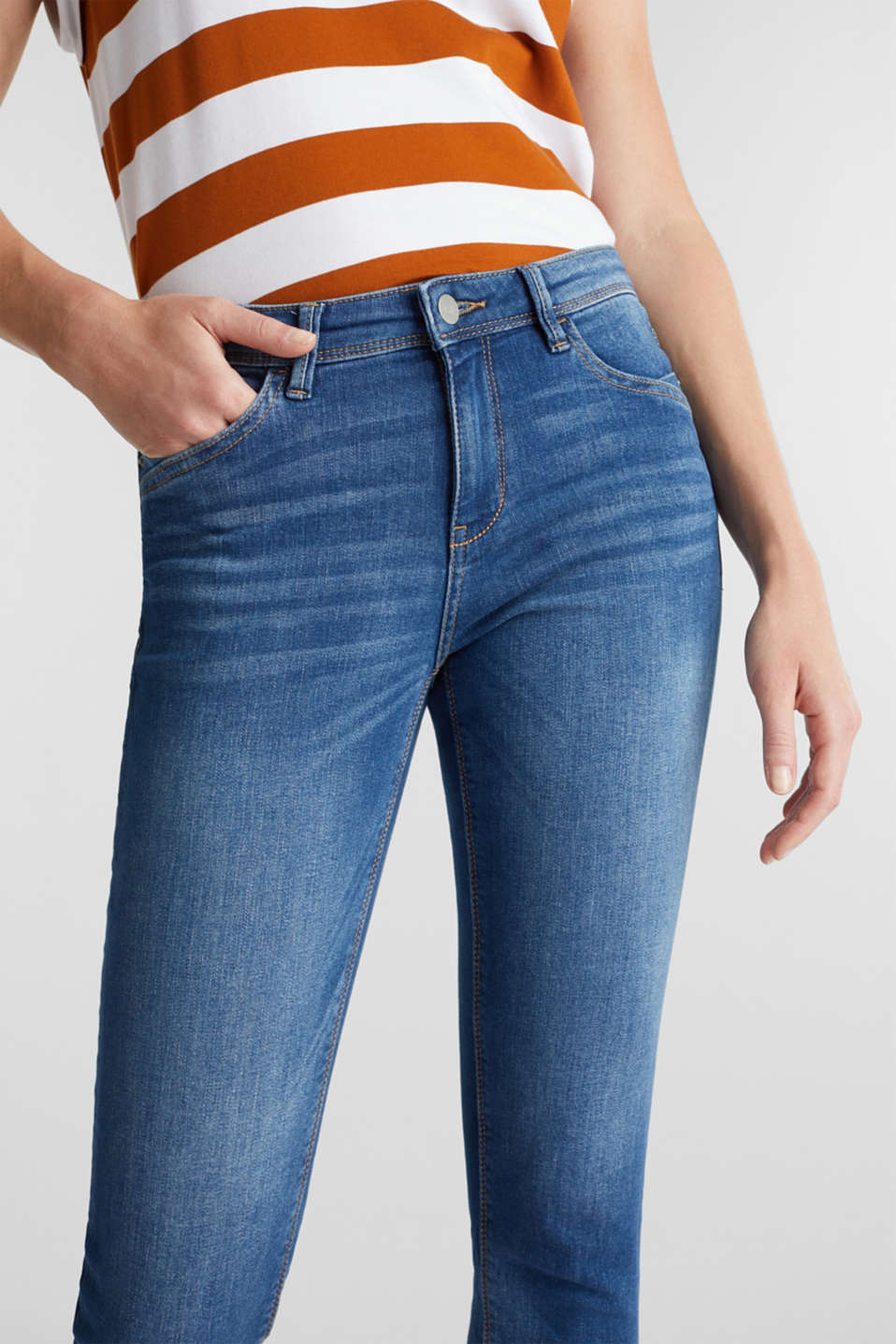 Capri jeans with whiskering, BLUE MEDIUM WASH, detail image number 2