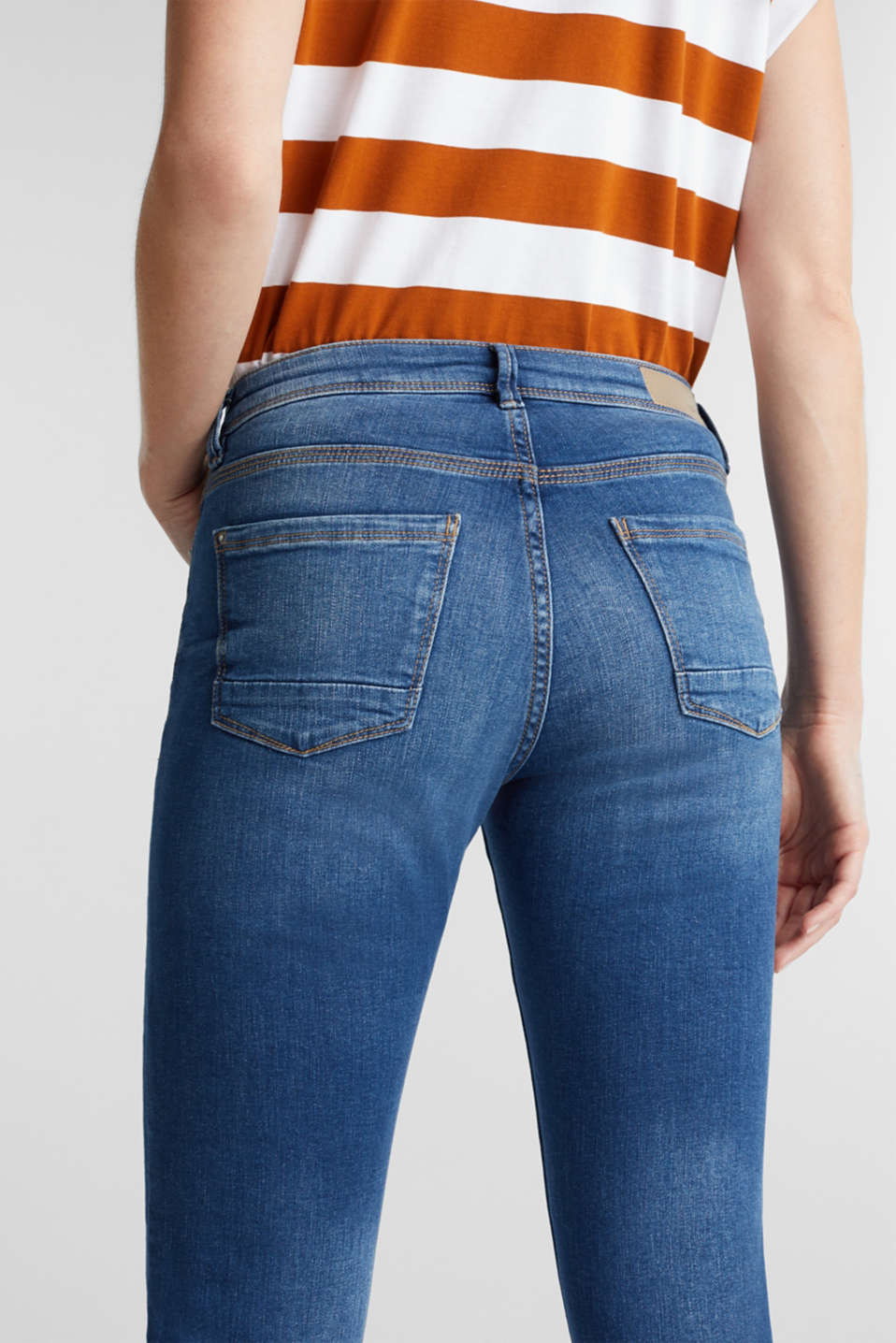 Capri jeans with whiskering, BLUE MEDIUM WASH, detail image number 5