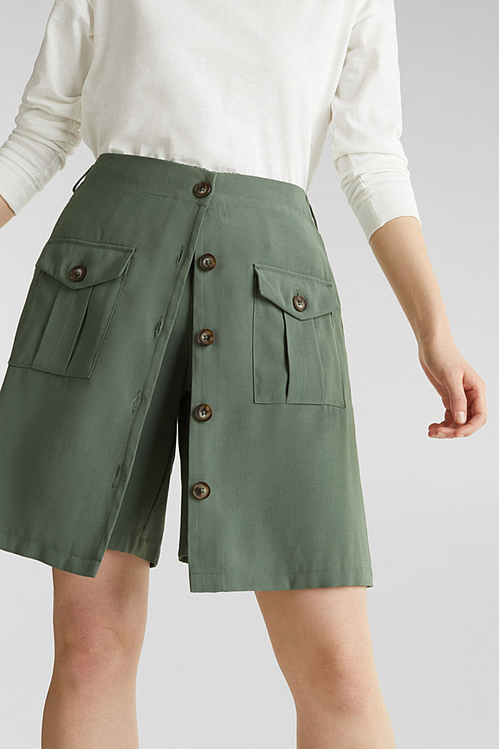 Skirt shorts in a utility look