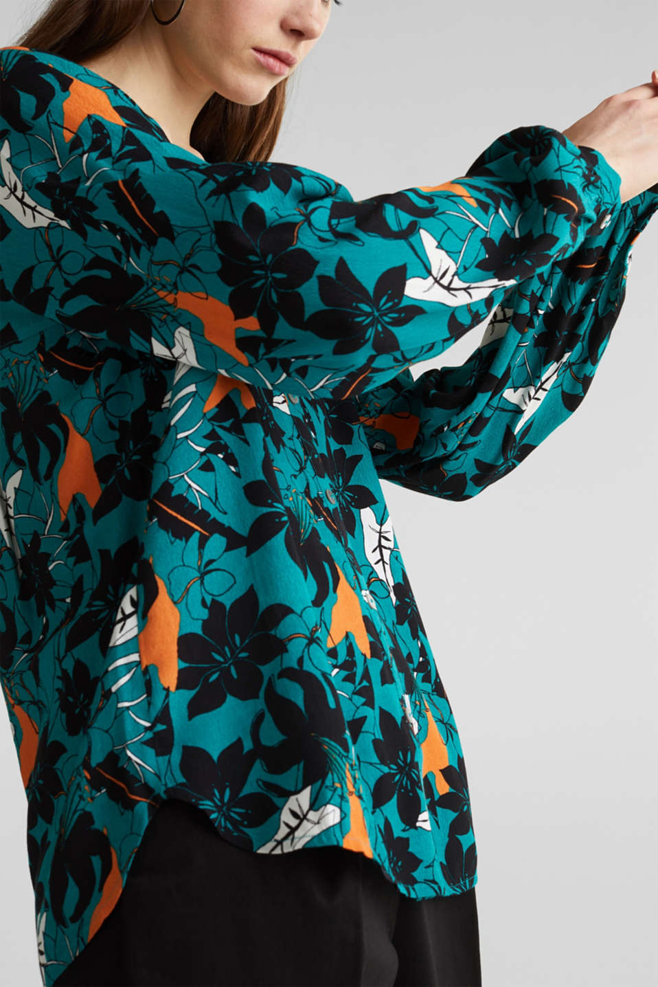 Blouse made from LENZING™ ECOVERO™, TEAL GREEN, detail image number 2