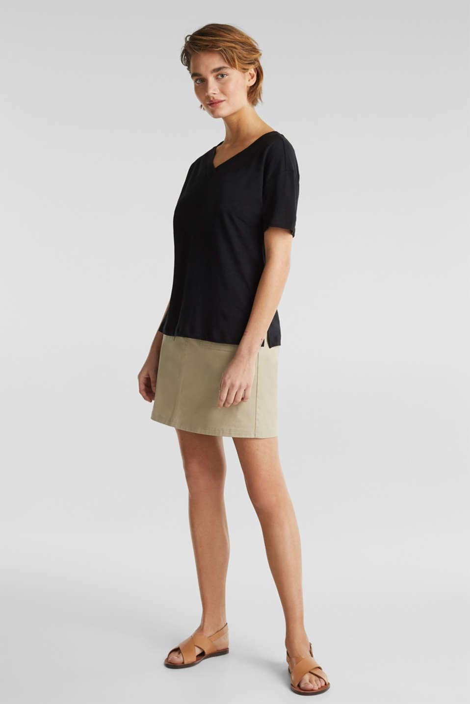 Made of blended linen: double V-neck T-shirt, BLACK, detail image number 1