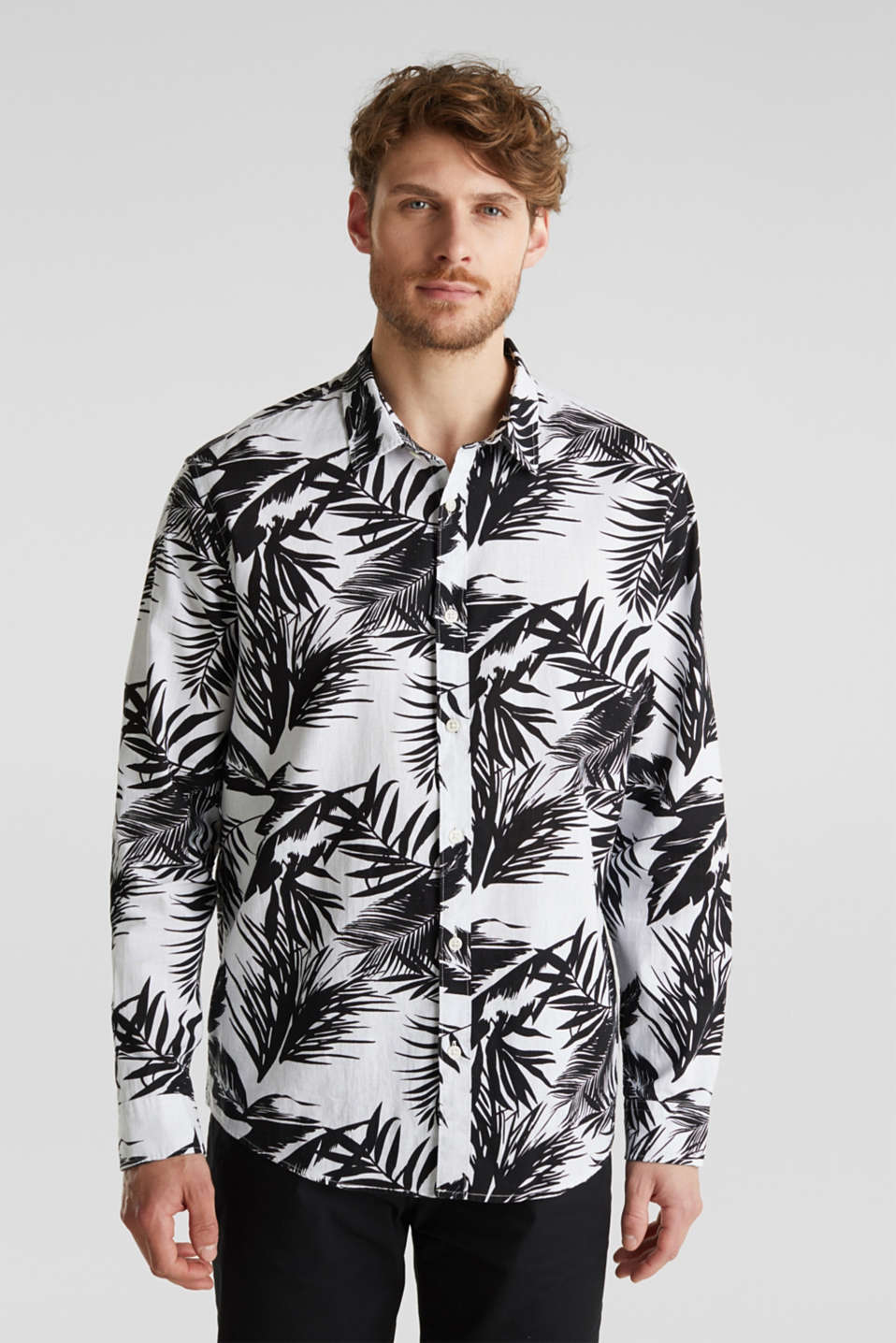 Esprit - Blended linen: shirt with a palm print