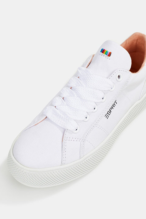 Canvas trainers with a platform sole
