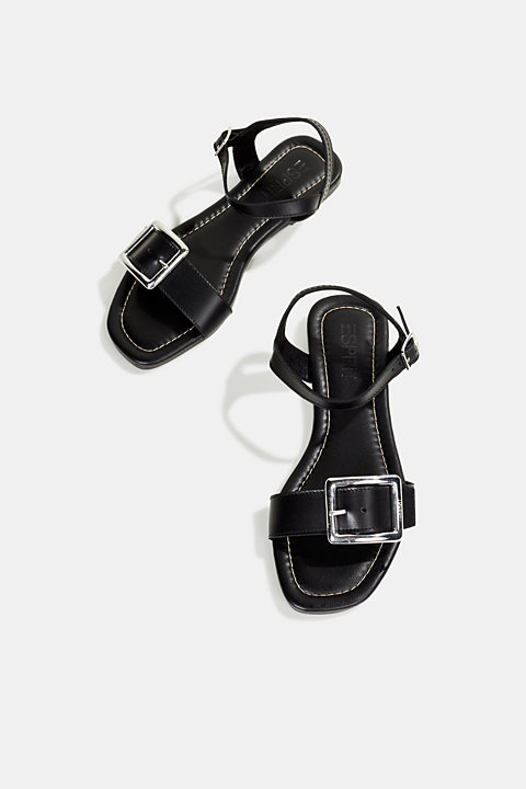 Made of leather: sandals with a metal buckle