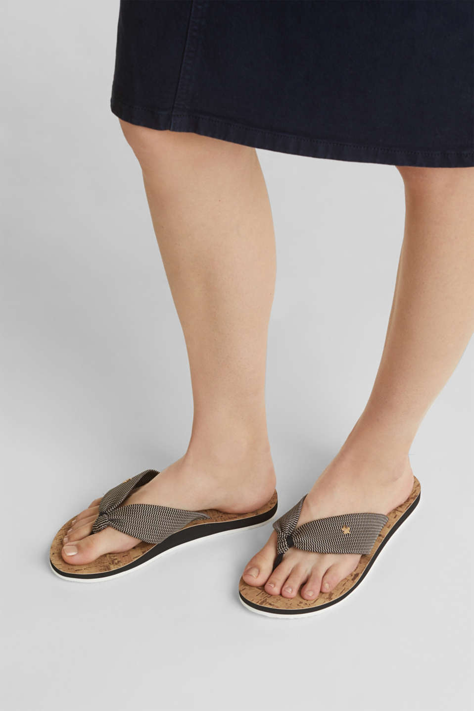 Thong sandals with a woven texture, BLACK, detail image number 5