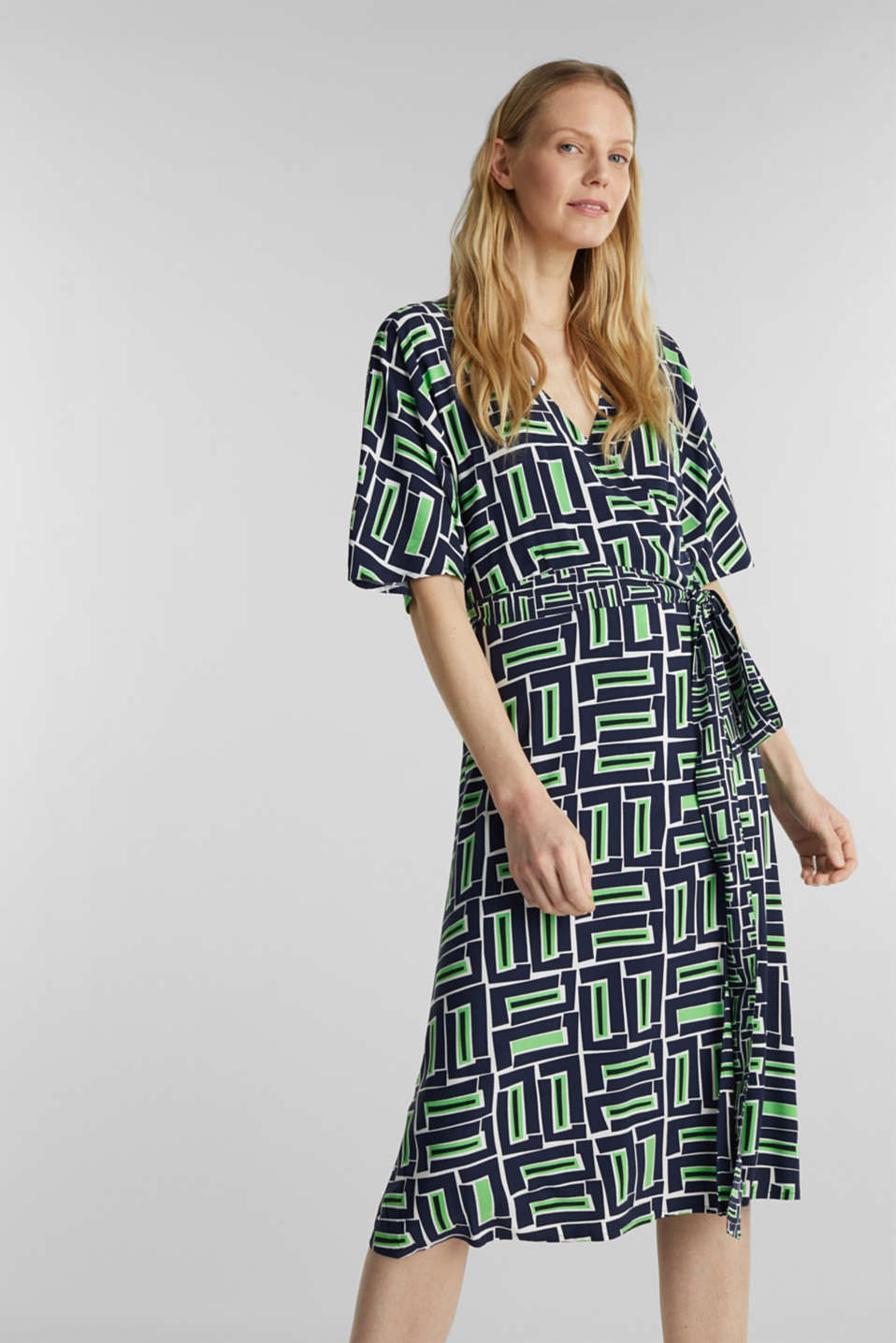 Wrap dress made of LENZING™ ECOVERO™, NAVY 3, detail image number 5