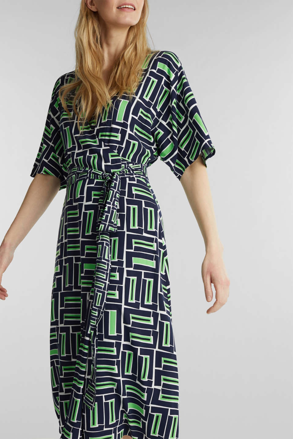 Wrap dress made of LENZING™ ECOVERO™, NAVY 3, detail image number 3