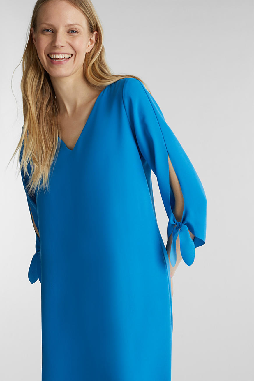 Robe en crêpe à bords bruts